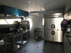 事務所近くのマッシュルーム専門料理店の改装工事